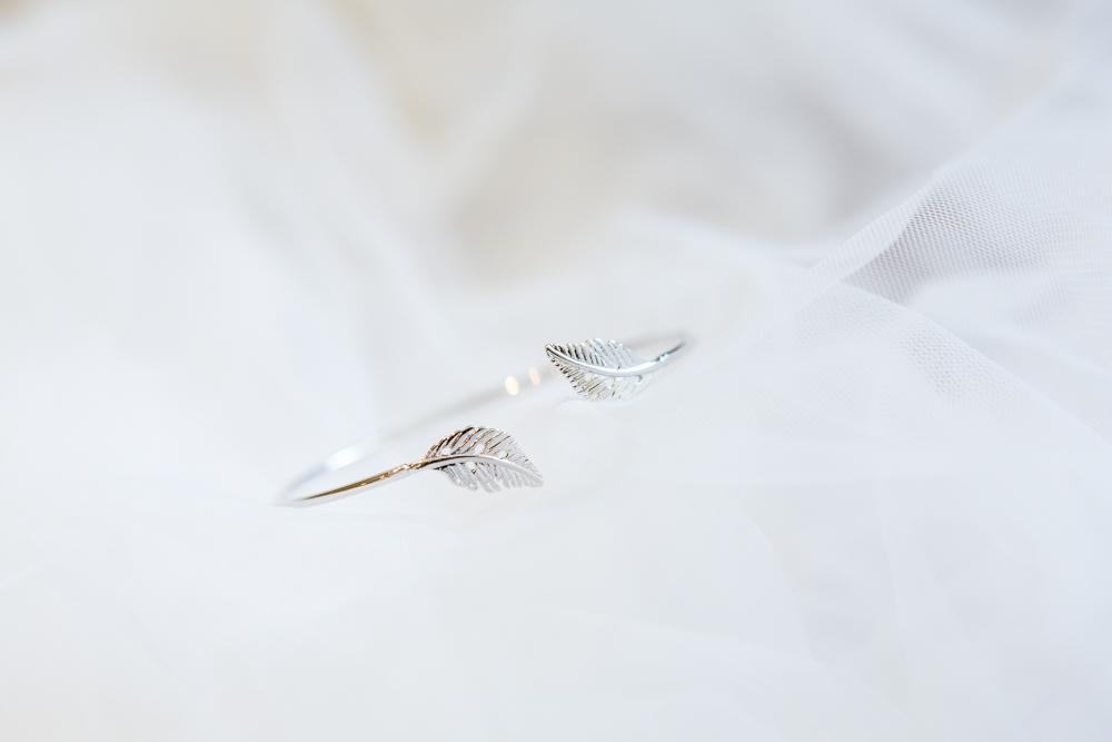 Wedding day jewellery details